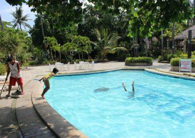 Filipijnen 2012 Holiday Home Tambuli Beach club zwembad