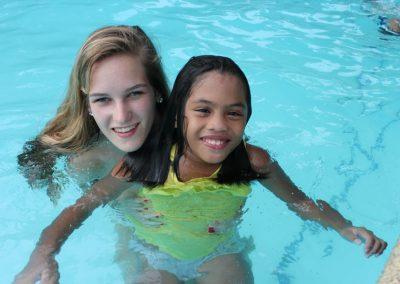 Filipijnen 2012 Holiday Home Tambuli Beach Club Nicole en Iona zwembad