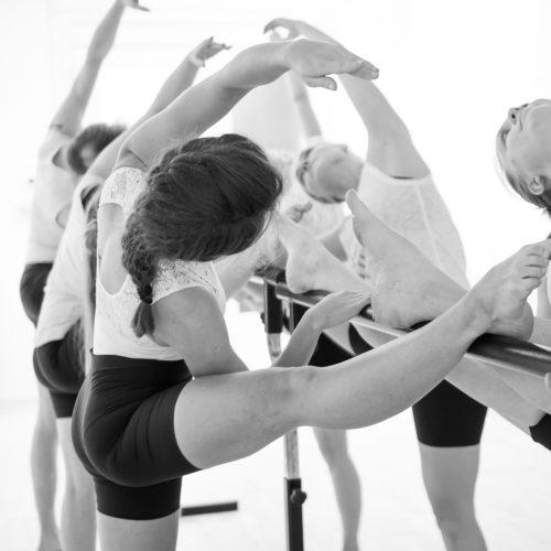 Yoga Barre Ballet stretch op barre